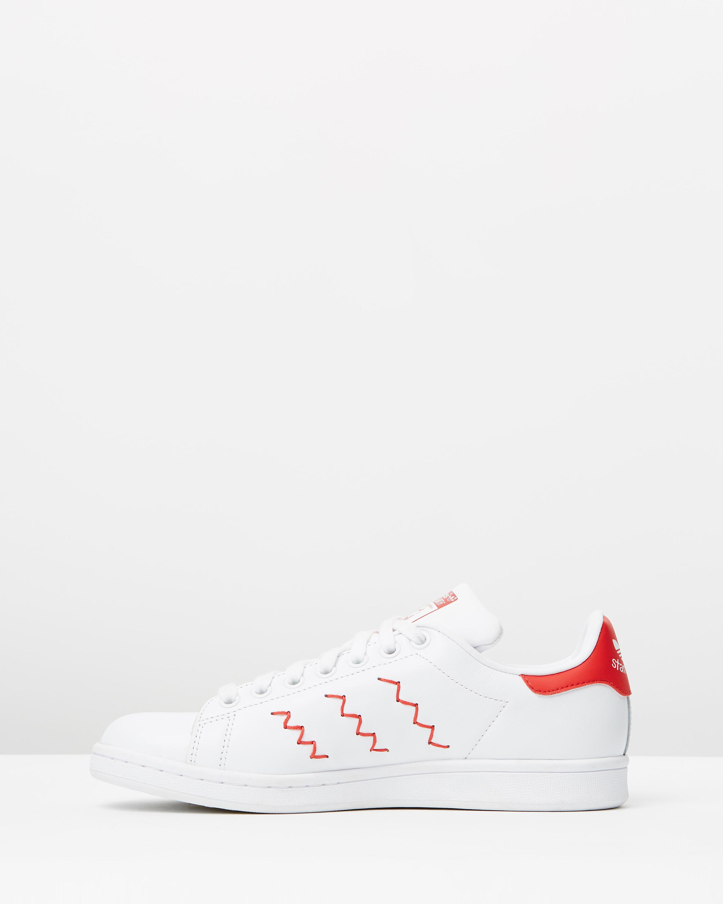 the latest 6aa91 27483 Adidas Women's Stan Smith W Red/White