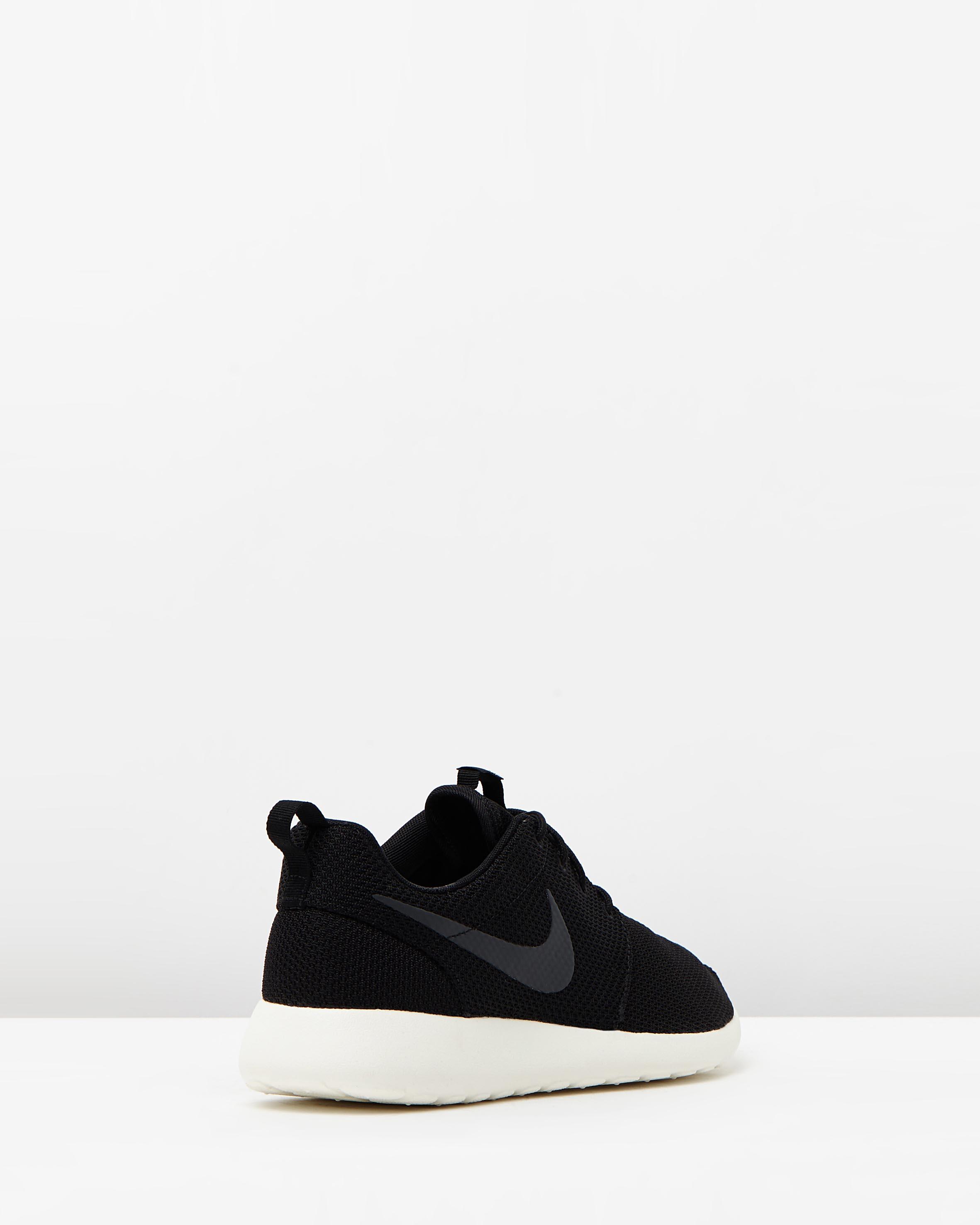 All black Nike 'Roshe Run' Sneaker | Looks I Love | Nike