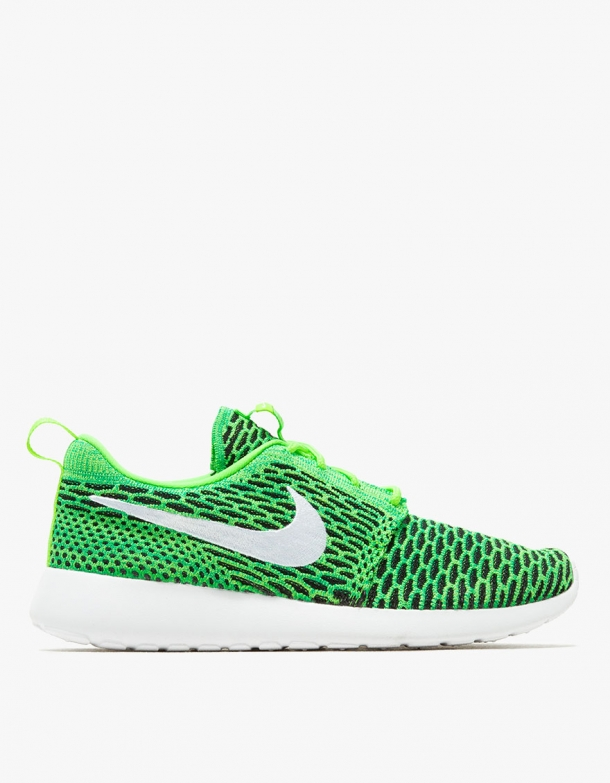 premium selection 21cde 9b00a Nike Roshe One Flyknit in Green 1 ...