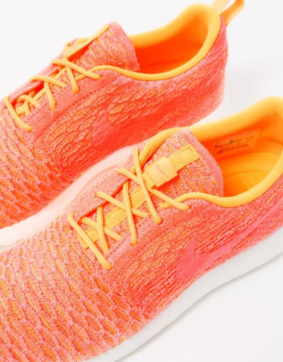 Nike Womens Roshe One Flyknit 4