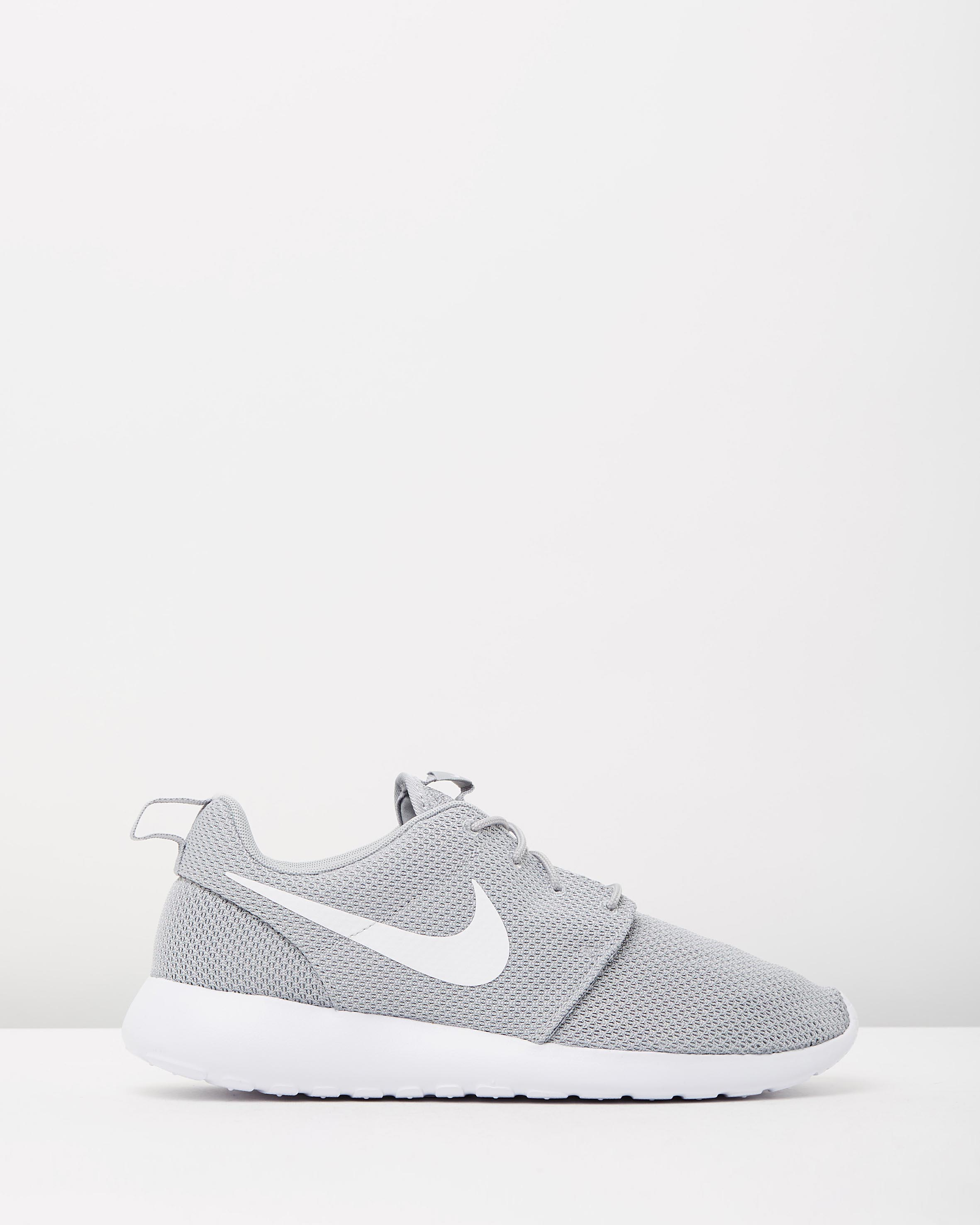 cheap for discount ba021 d8bb8 Nike Mens Roshe One Wolf Grey & White