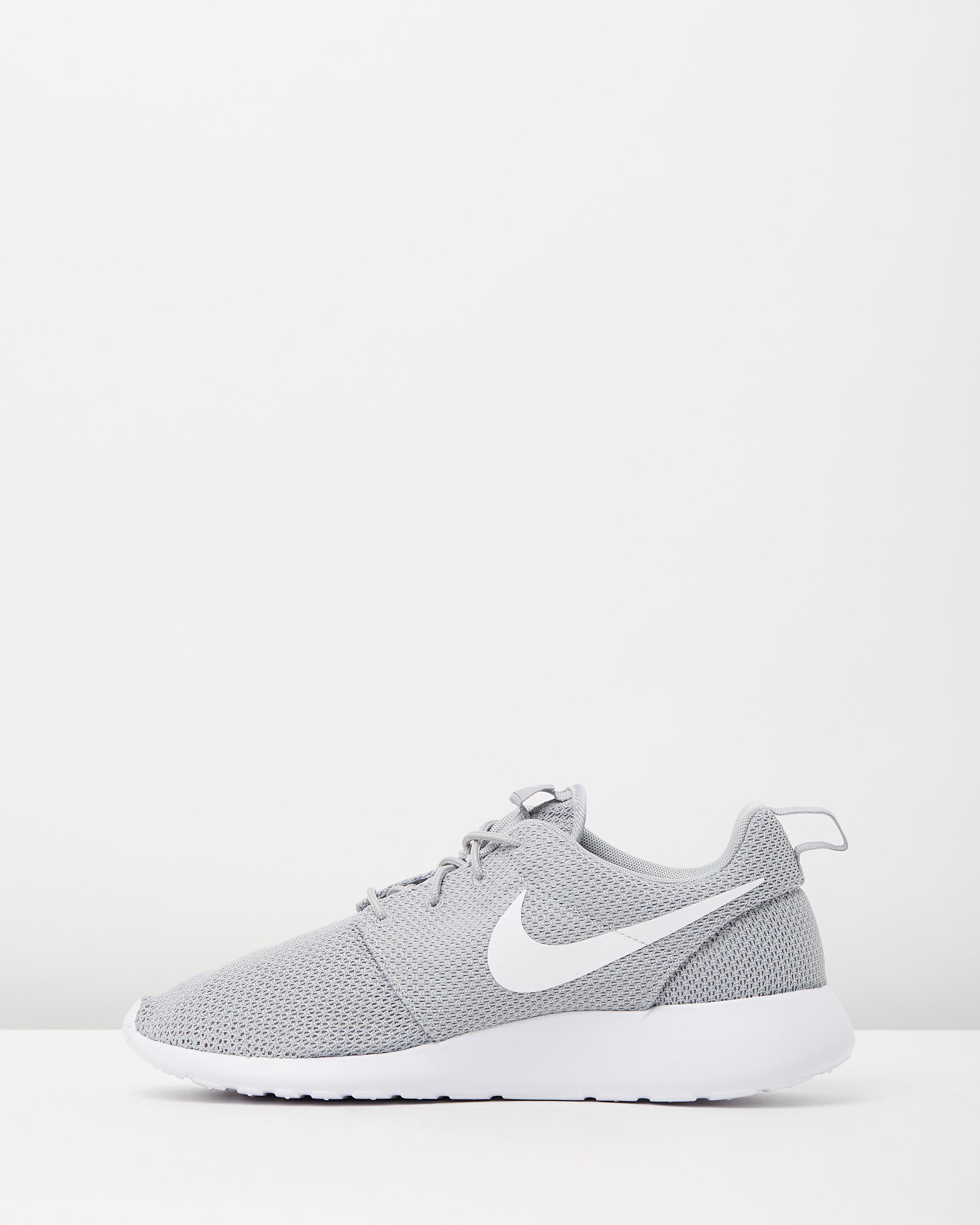 cheap for discount 33dec 8f023 Nike Mens Roshe One Wolf Grey & White