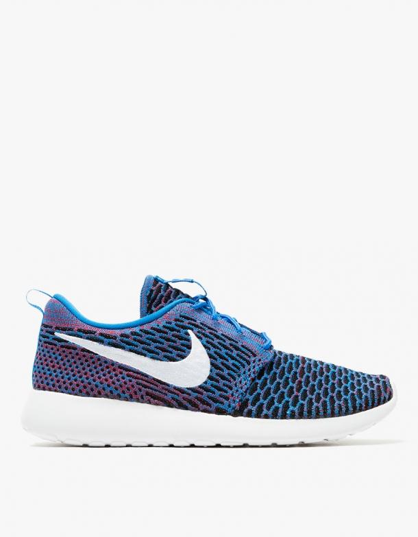 Nike Roshe One Flyknit in Blue 1