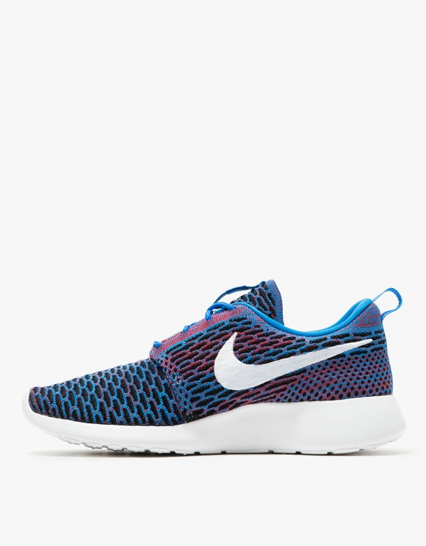 Nike Roshe One Flyknit in Blue 2
