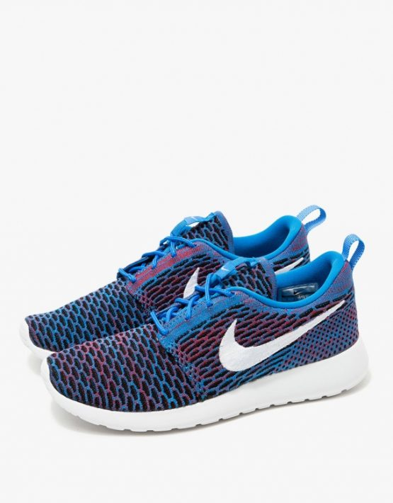 Nike Roshe One Flyknit in Blue 3
