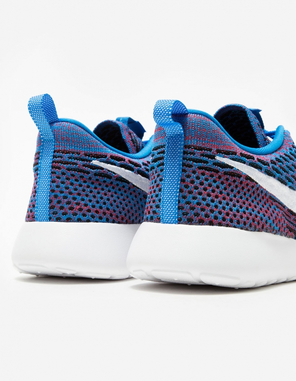 Nike Roshe One Flyknit in Blue 4