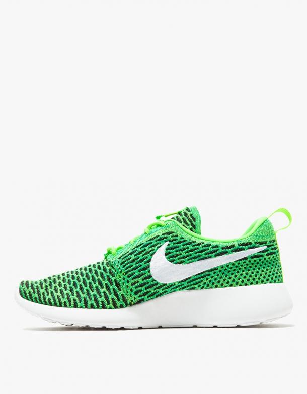 Nike Roshe One Flyknit in Green 2