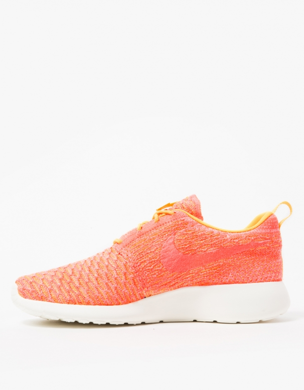 Nike Womens Roshe One Flyknit 2