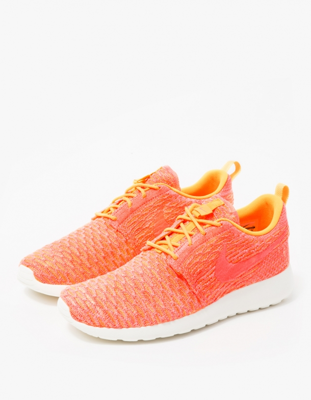 Nike Womens Roshe One Flyknit 3